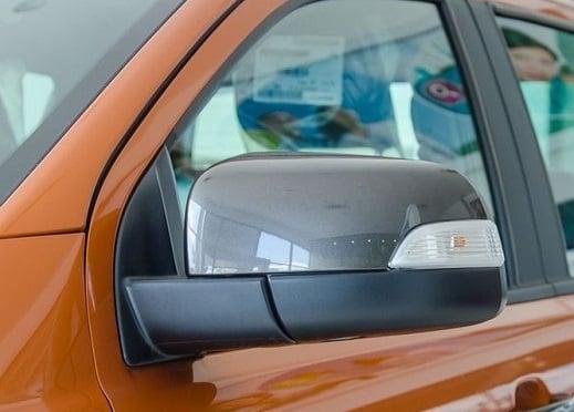 guong chieu hau Ford Ranger 2018